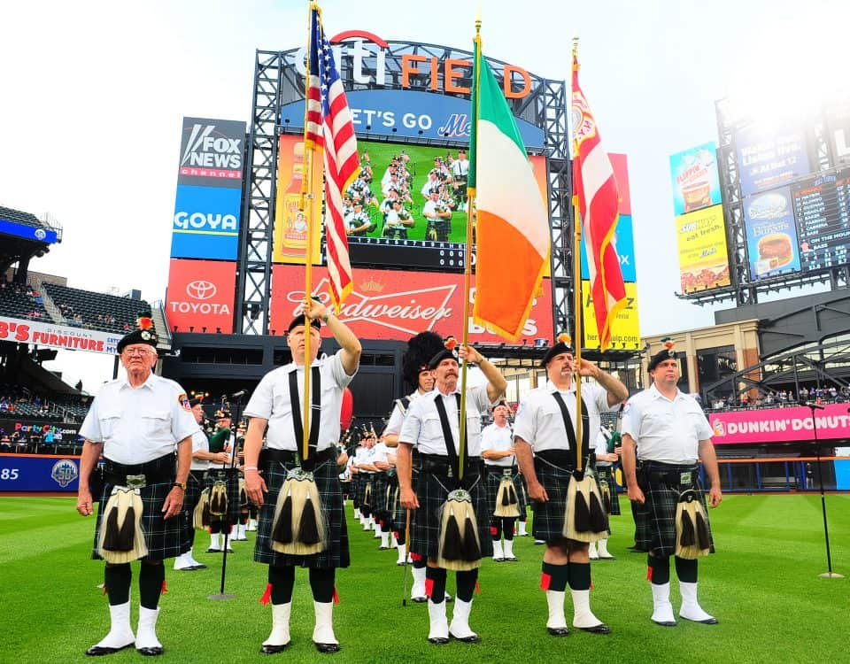 comm_pipers_receive_award_20120525_101